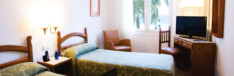 hab-vistas-al-mar-dos-camas-hotel-miramar